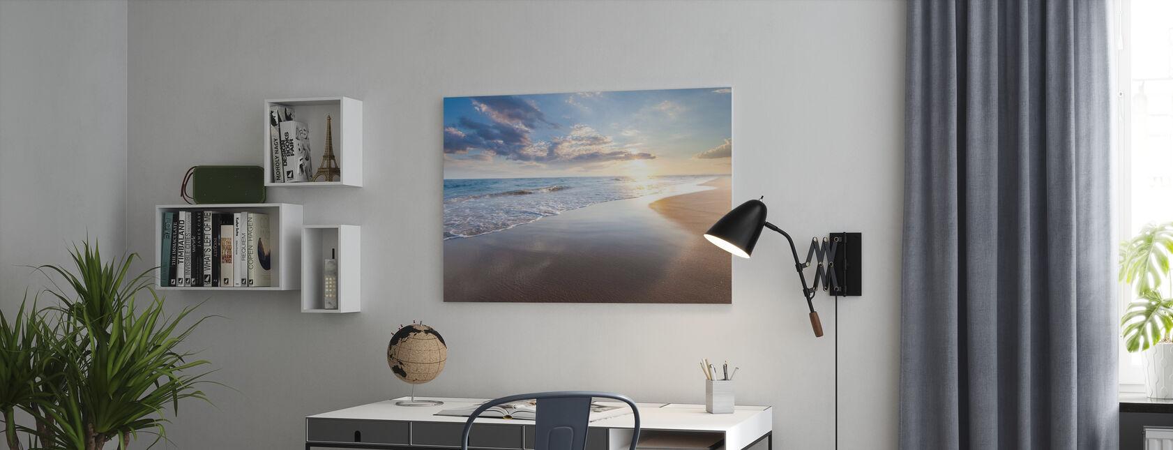 Auringonnousu meren yllä - Canvastaulu - Toimisto