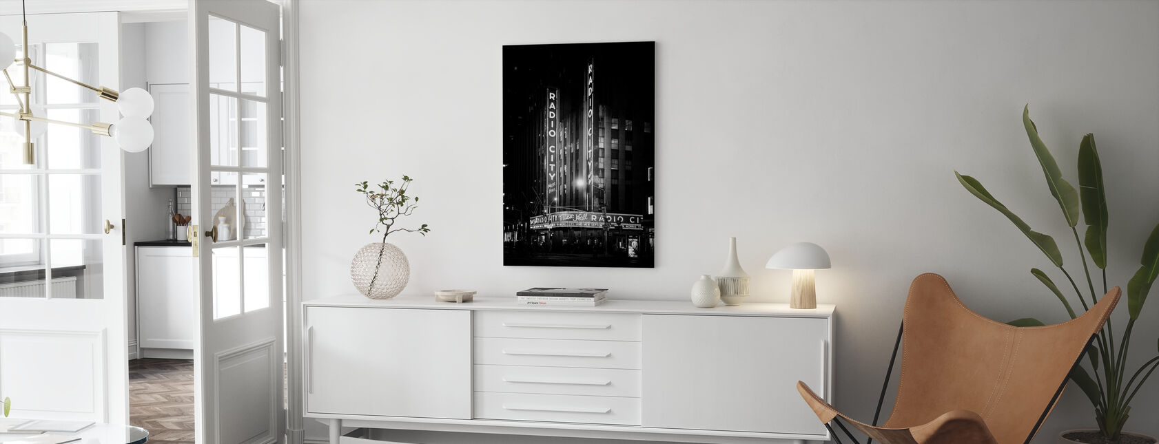 Black Manhattan - The Radio City Music Hall - Canvas print - Living Room