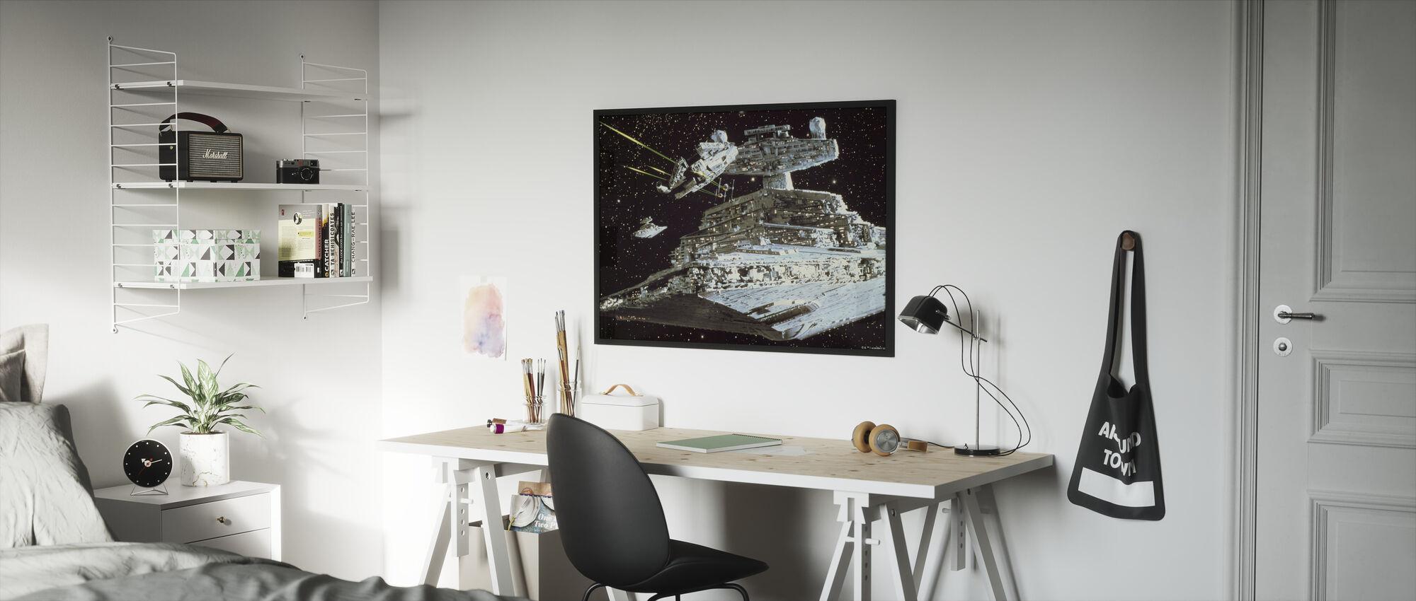 Tähtien sota - Millennium Falcon hyökkäys - Kehystetty kuva - Lastenhuone