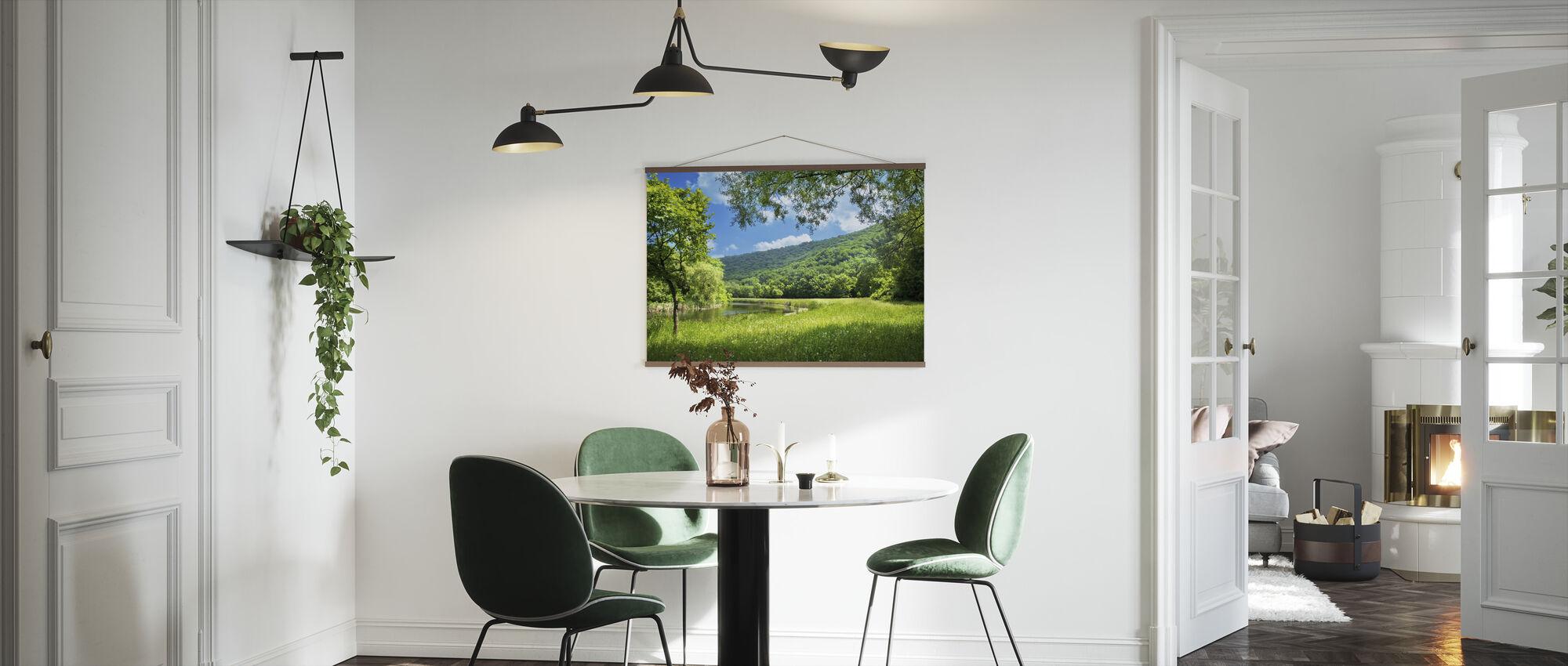 Sommerlandskap med elv - Plakat - Kjøkken