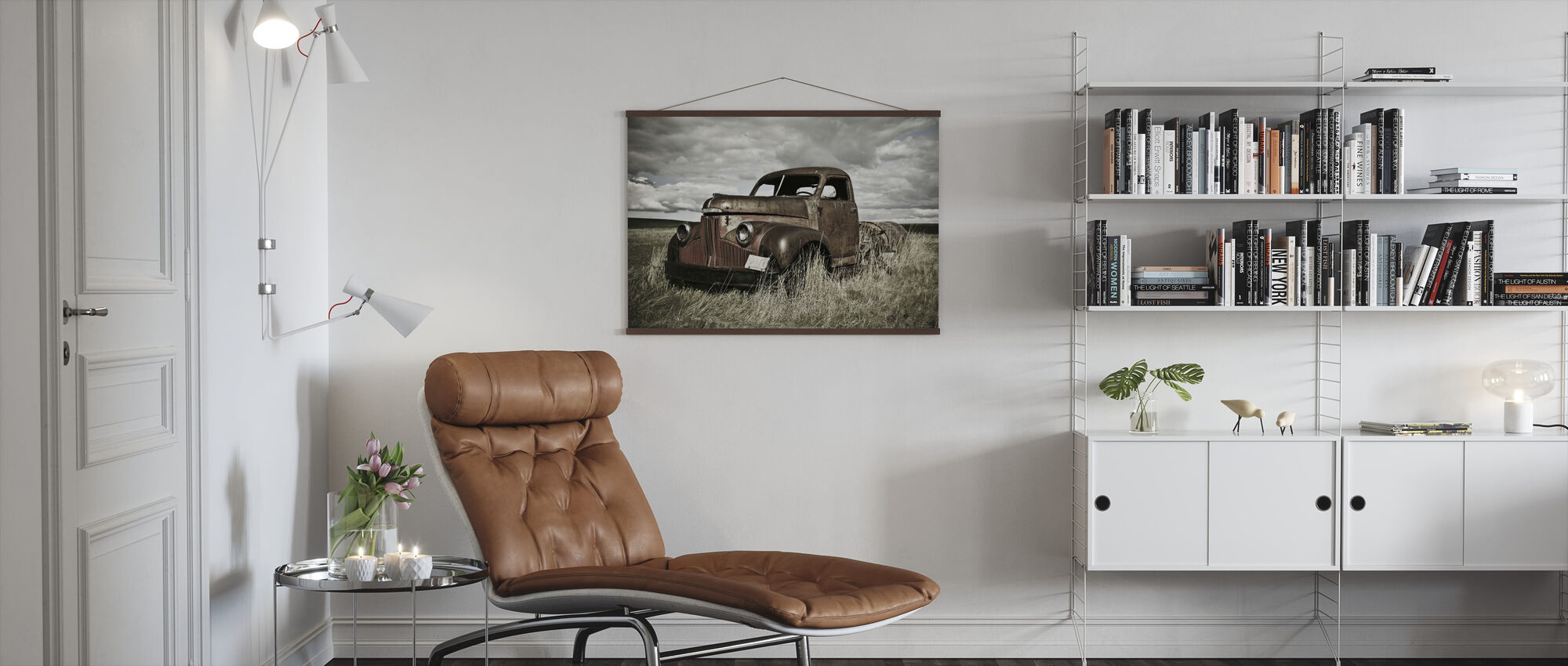 Oude vrachtwagen in het veld - Poster - Woonkamer
