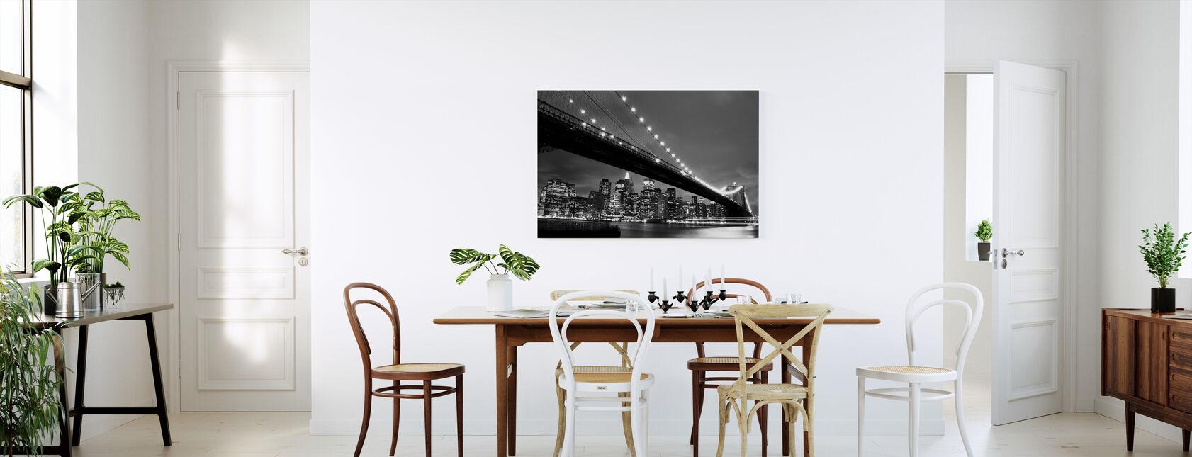 Brooklyn Bridge yöllä - b/w - Canvastaulu - Keittiö