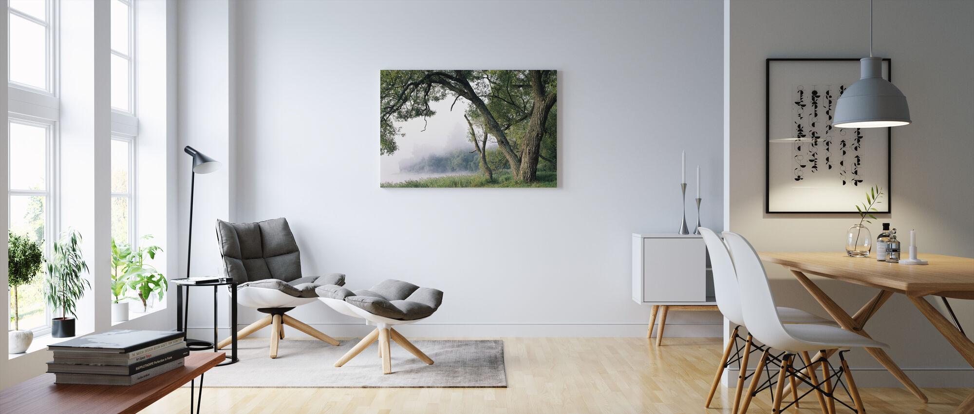 Puu sumussa - Canvastaulu - Olohuone