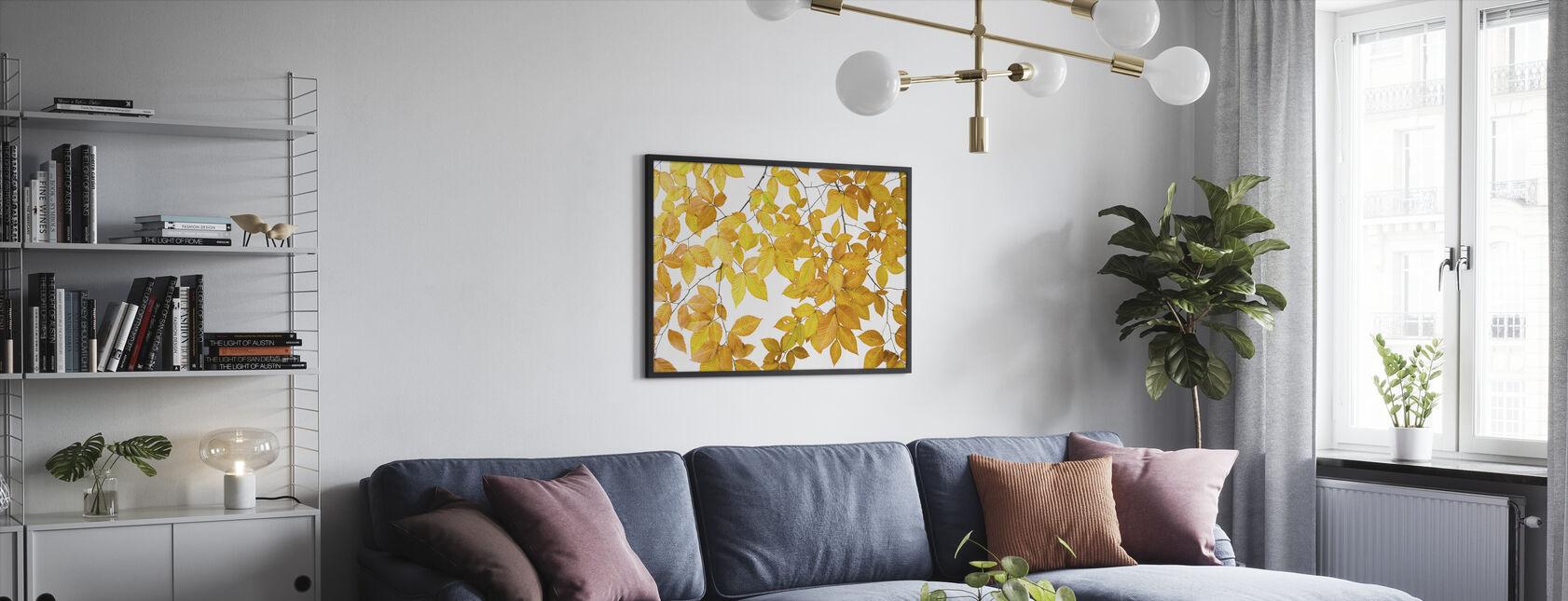 Gula blad på vit bakgrund - Inramad tavla - Vardagsrum