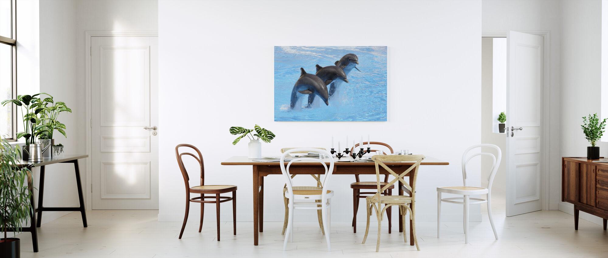 Pullonokkadelfiinit - Canvastaulu - Keittiö