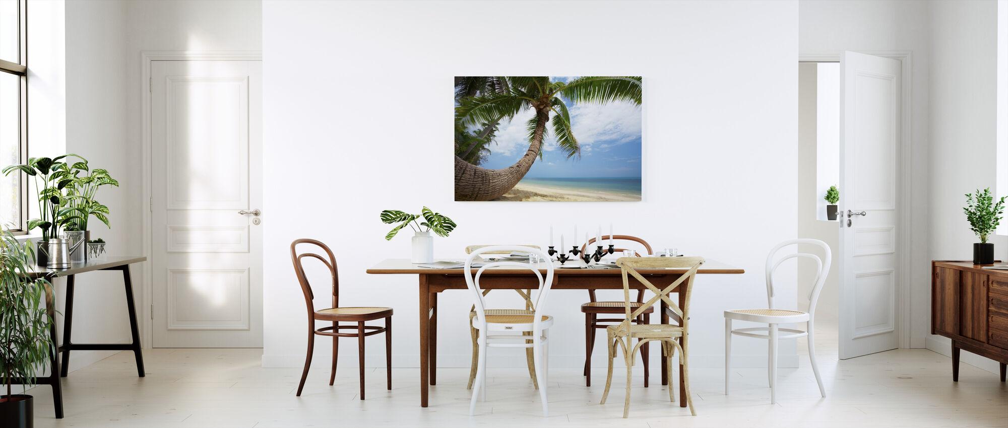 Round Shape Palm - Canvas print - Kitchen
