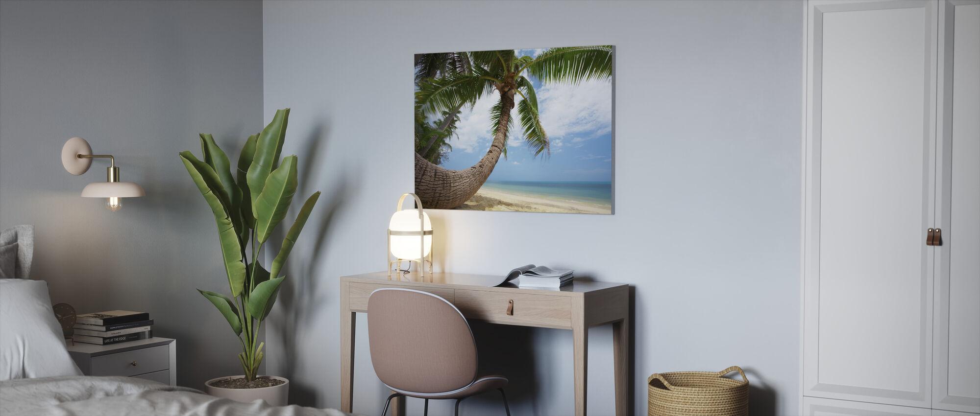 Round Shape Palm - Canvas print - Office