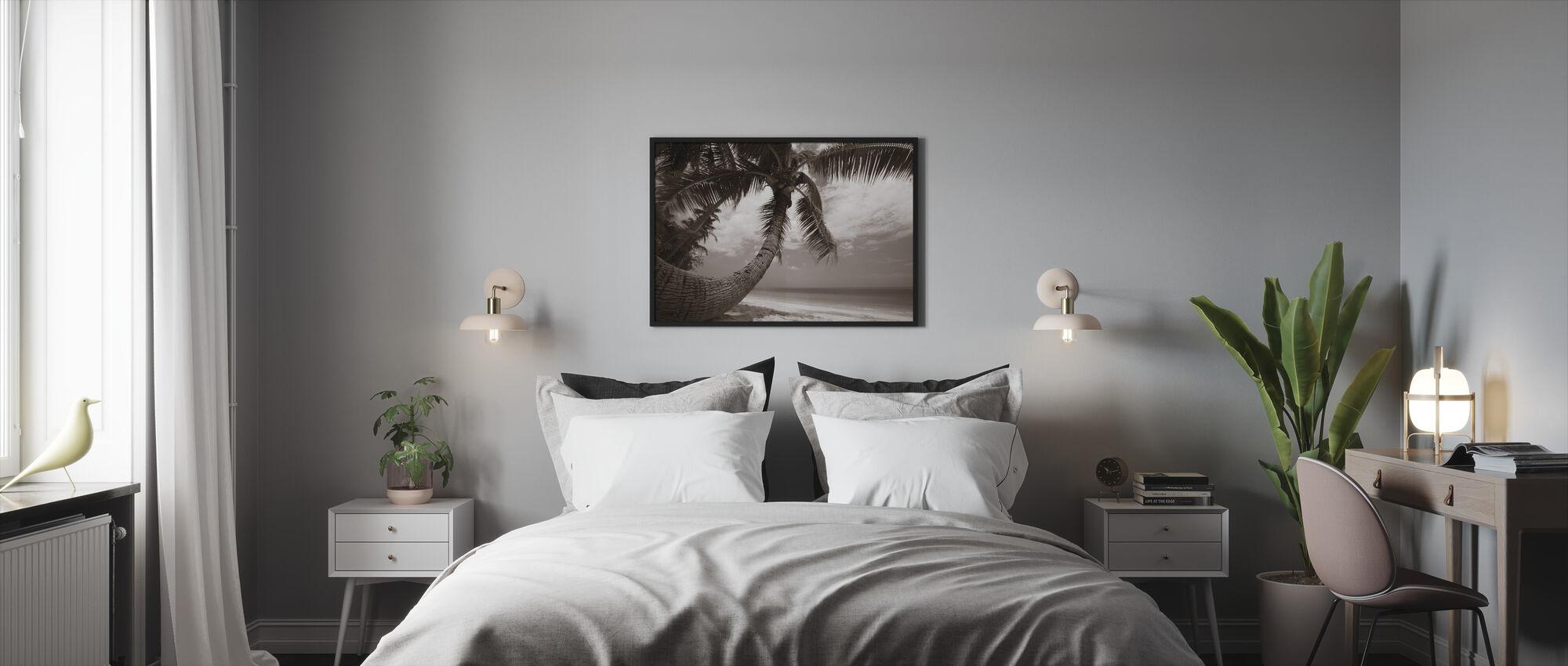 Round Shape Palm - Sepia - Framed print - Bedroom