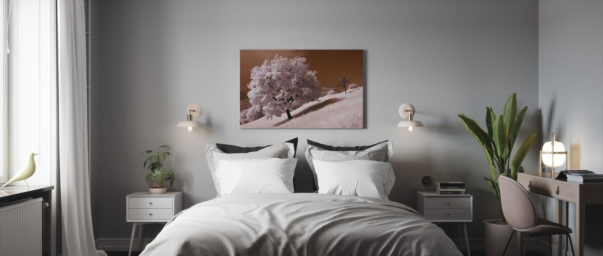 Tammi Puu - Canvastaulu - Makuuhuone