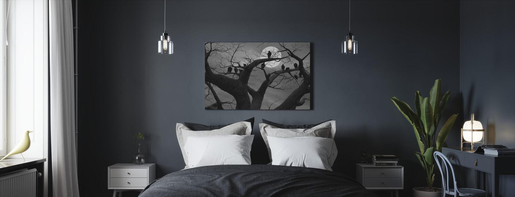 Pelottava puu - Canvastaulu - Makuuhuone