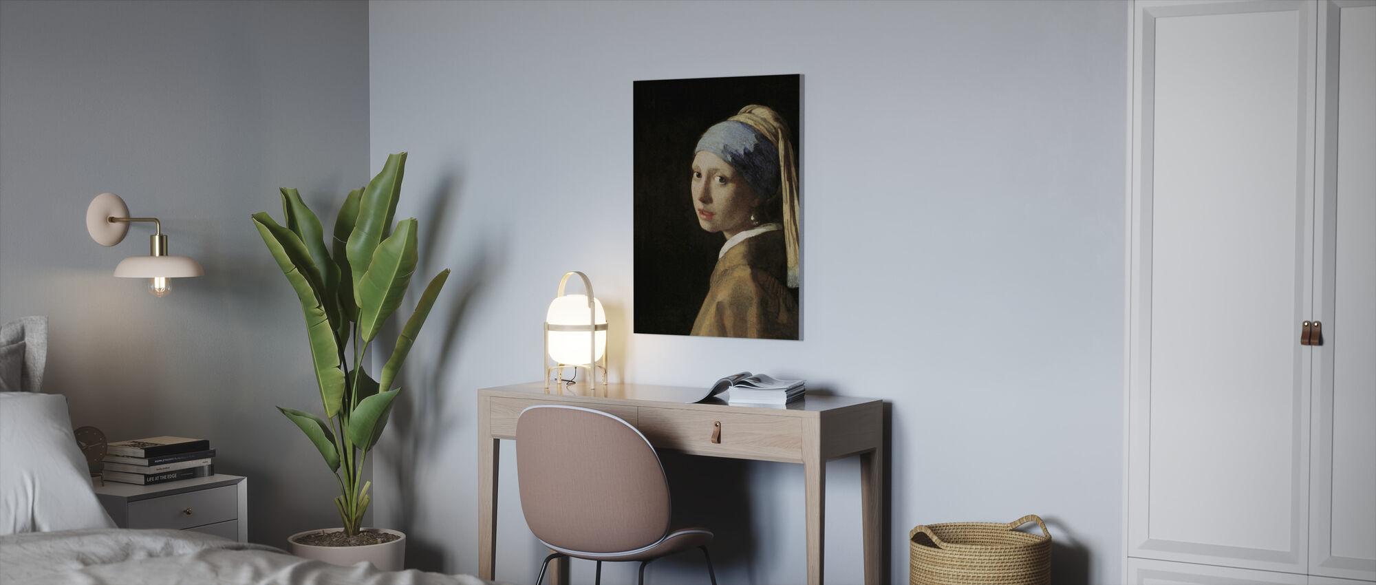 Tyttö, jossa Helmi Korvakoru, Jan Vermeer - Canvastaulu - Toimisto