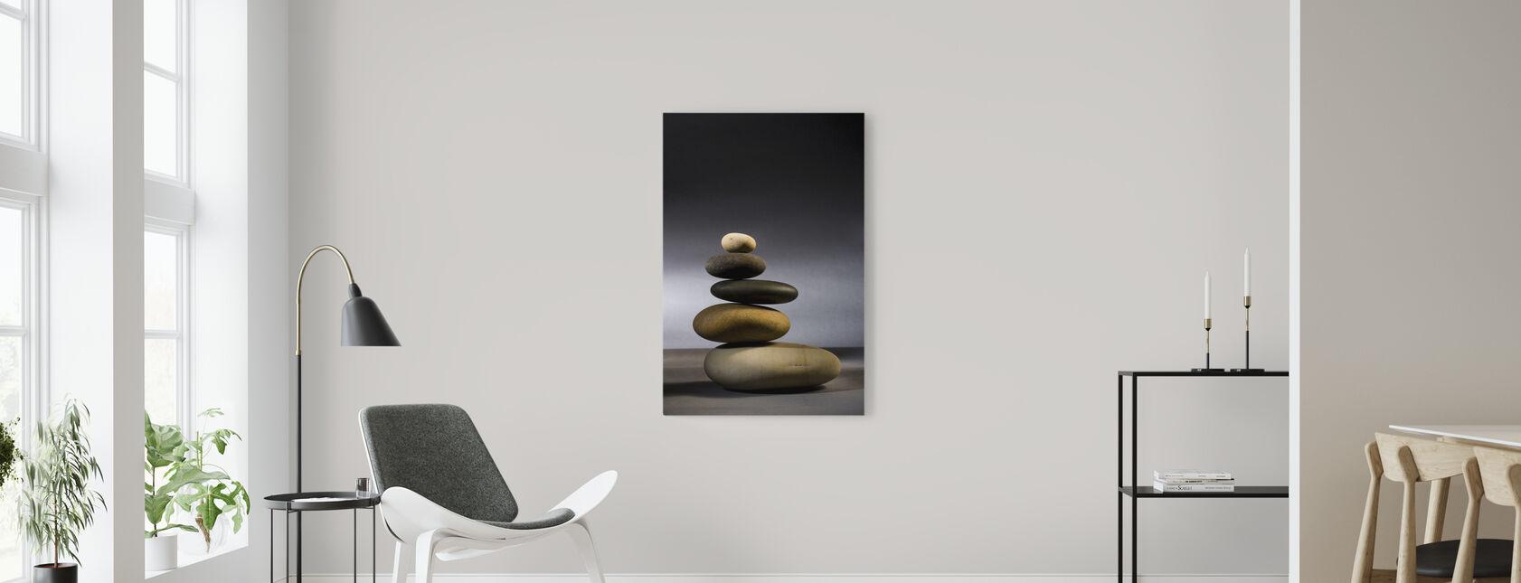 Steiner i Zen-balanse - Lerretsbilde - Stue
