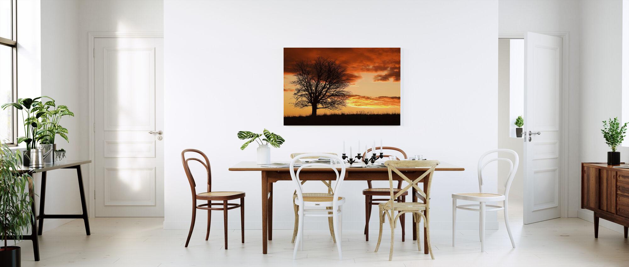 Puu auringonlaskussa - Canvastaulu - Keittiö