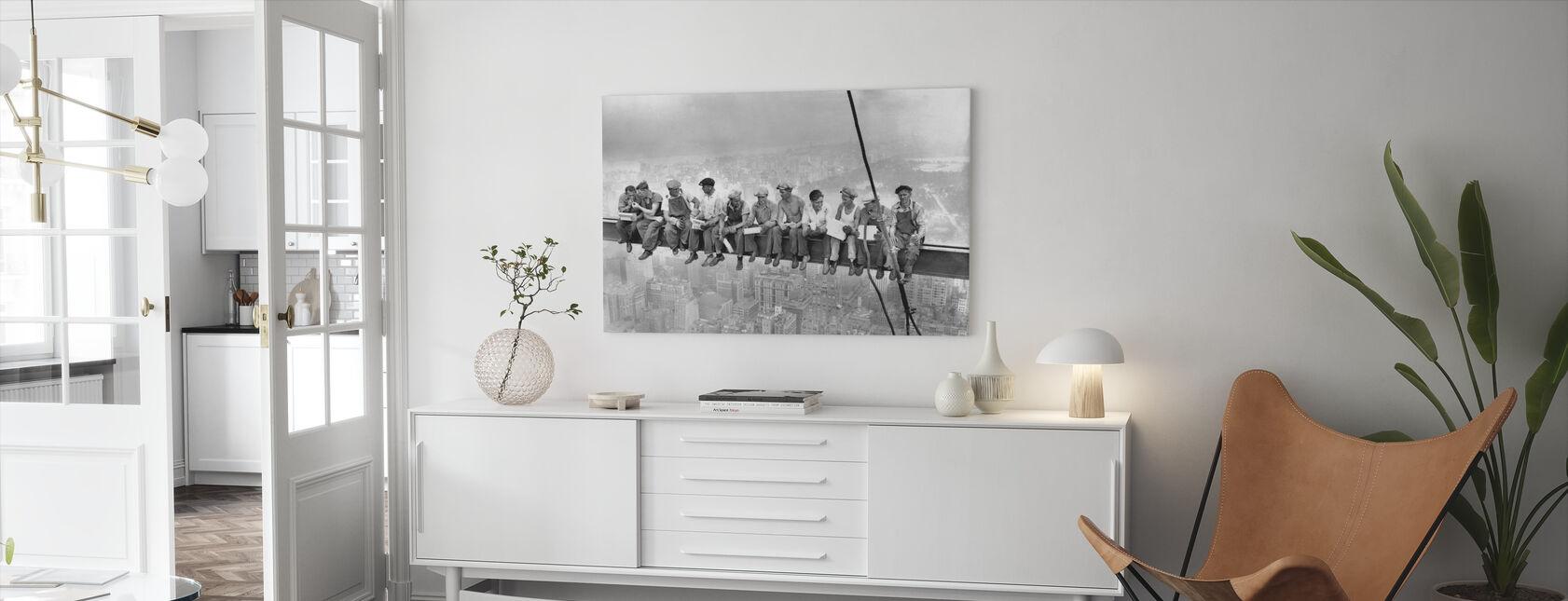Lunch op de top van een wolkenkrabber - Canvas print - Woonkamer