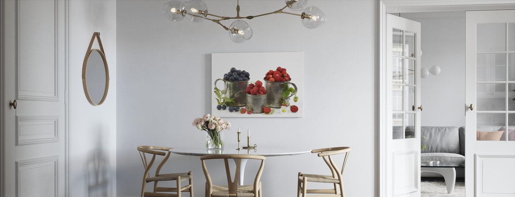 Mustikat Raspberry ja mansikat - Canvastaulu - Keittiö