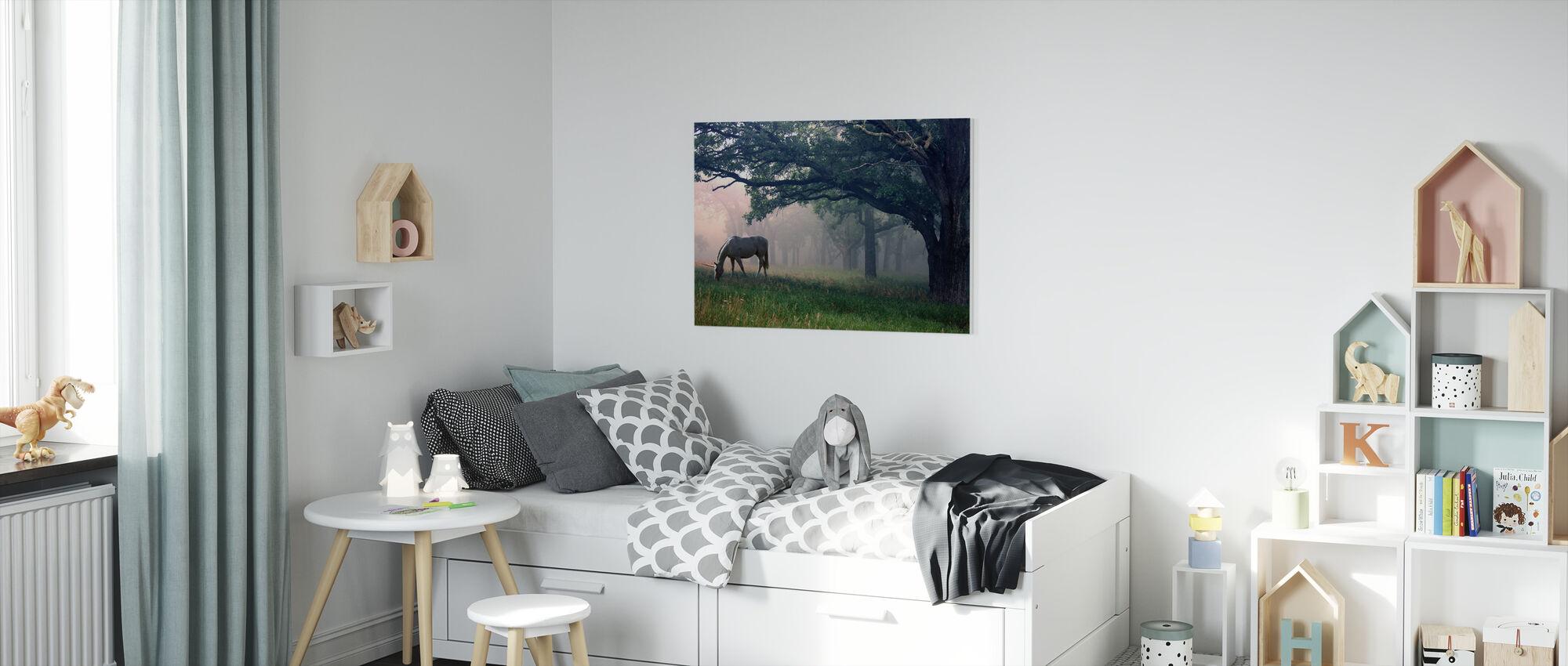 Enhörning i skogen - Canvastavla - Barnrum