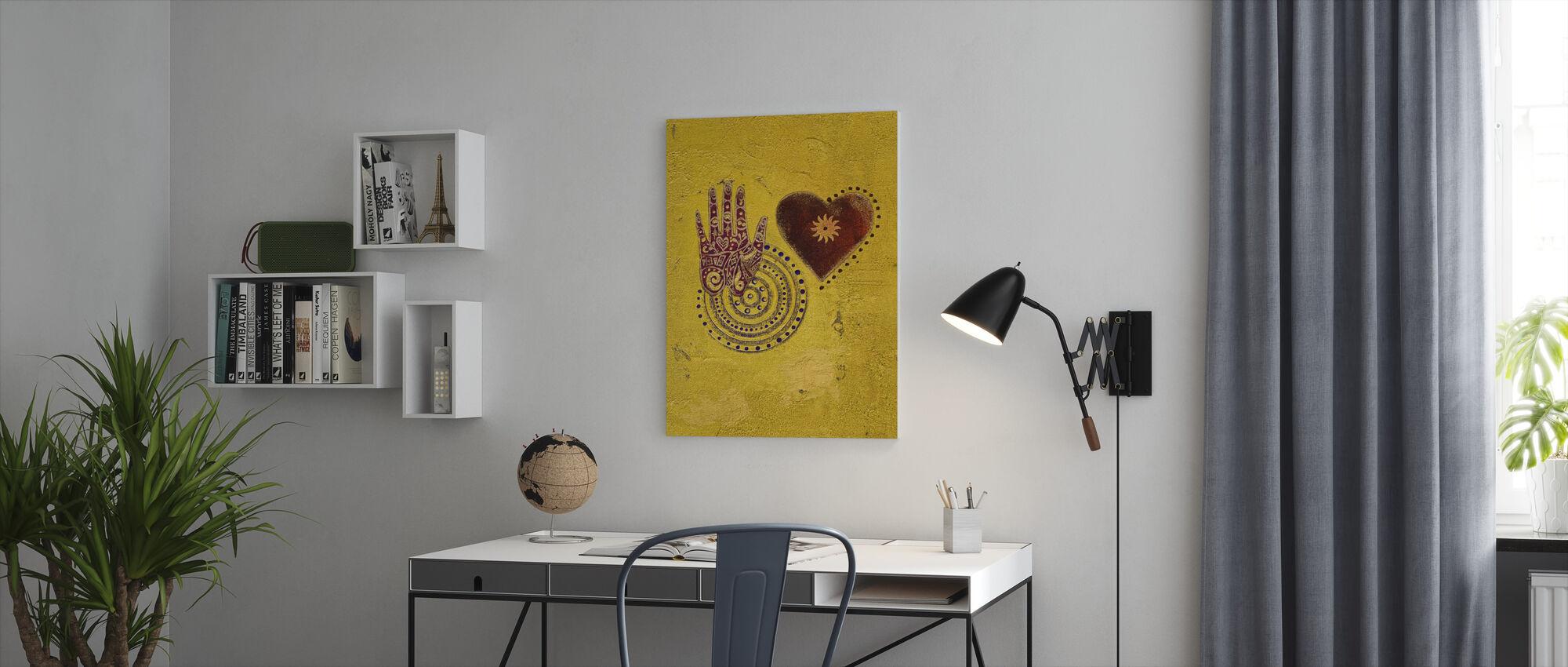 Sydän ja käsinmaalaus - Canvastaulu - Toimisto