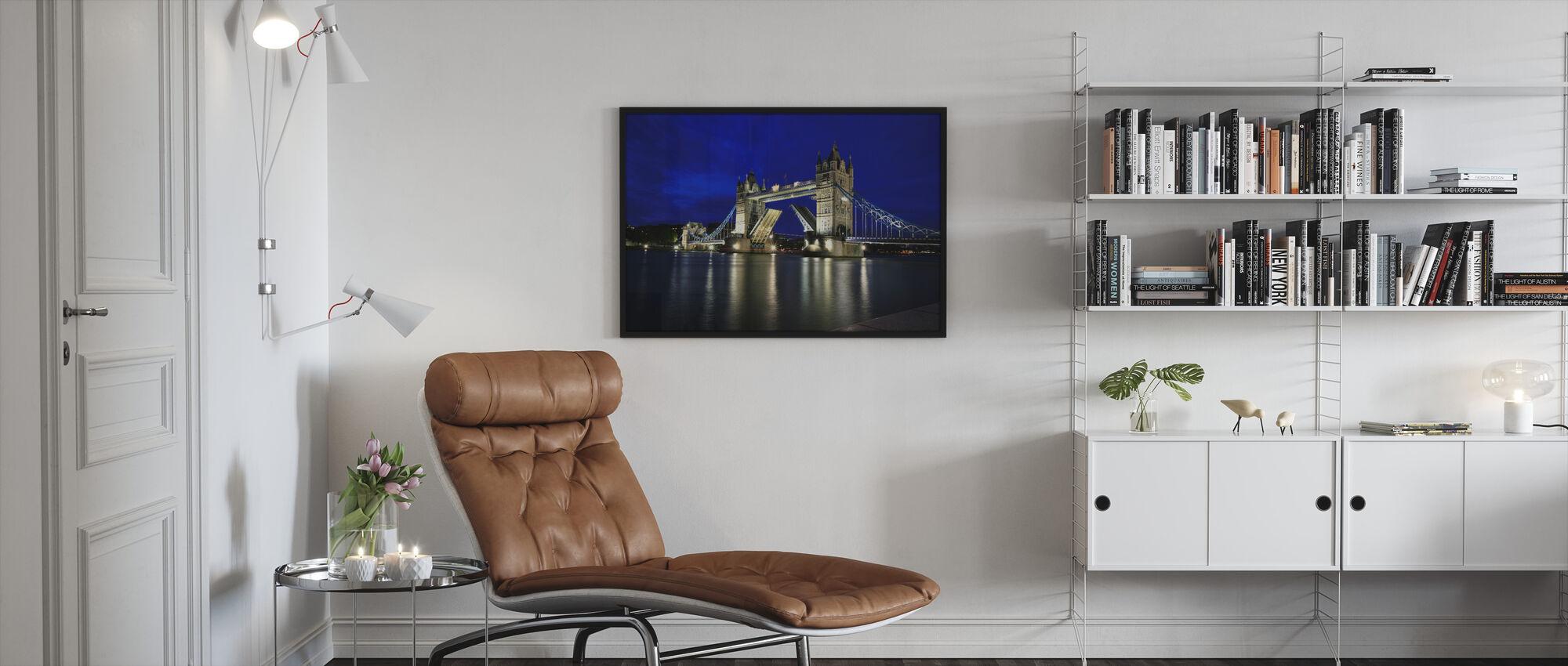 Tower Bridge yöllä - Kehystetty kuva - Olohuone