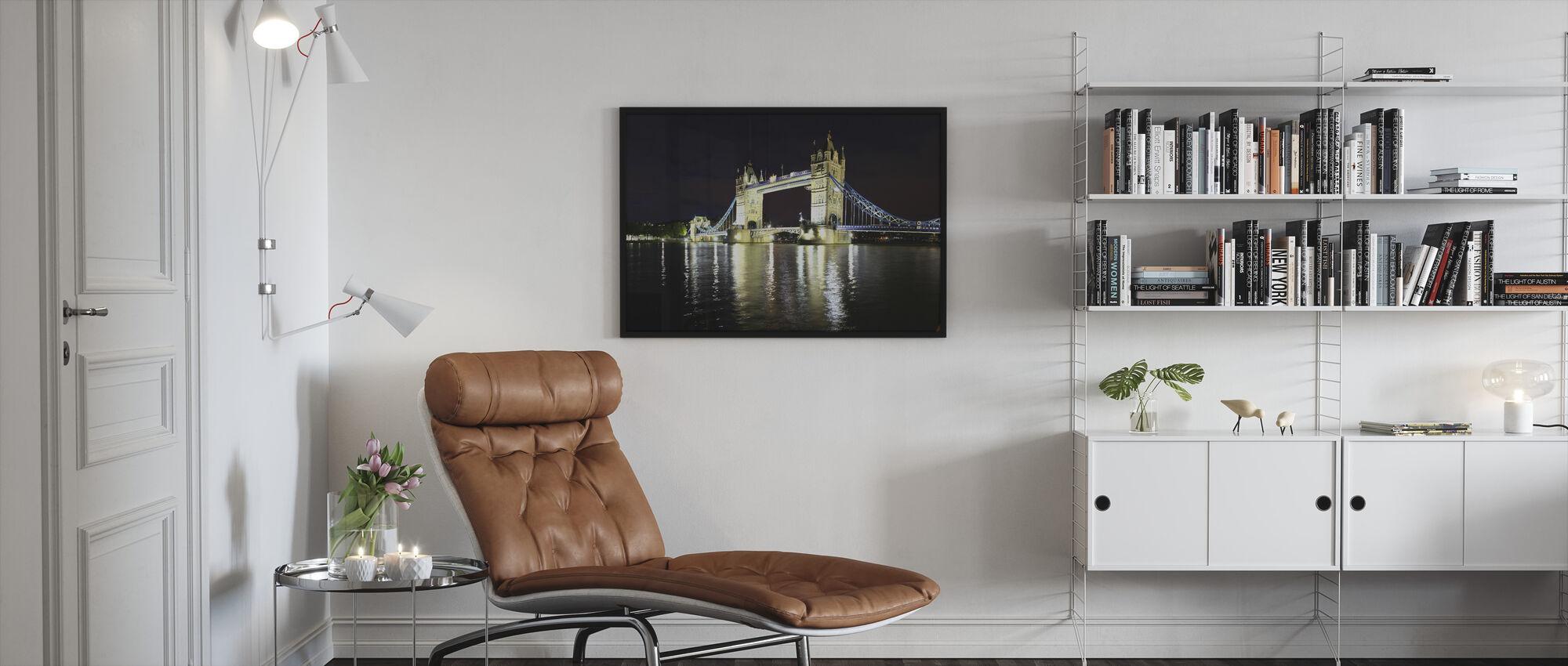 London Tower Bridge yöllä - Kehystetty kuva - Olohuone