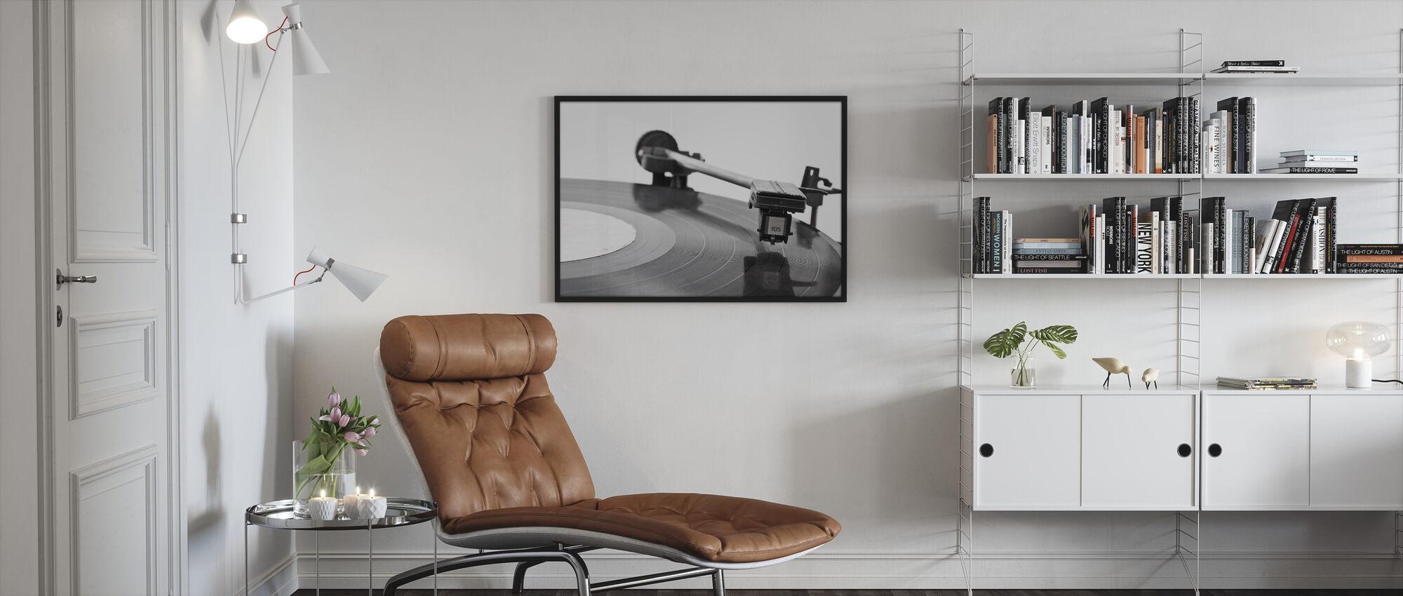 Old Vinyl Player - Framed print - Living Room