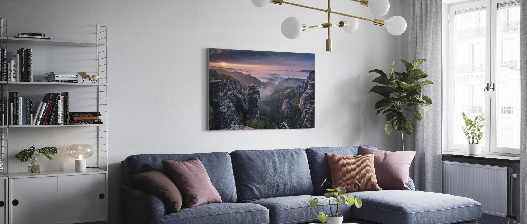 Soluppgång på klipporna - Canvastavla - Vardagsrum