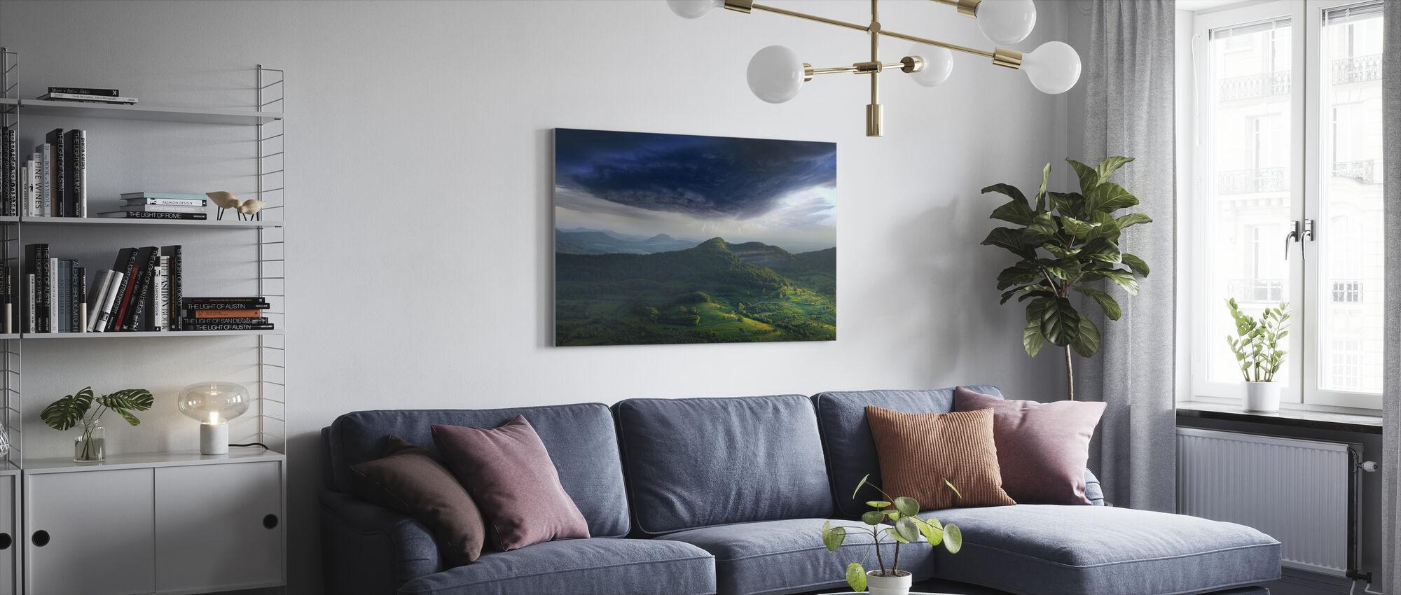 Groen landschap onweer - Canvas print - Woonkamer