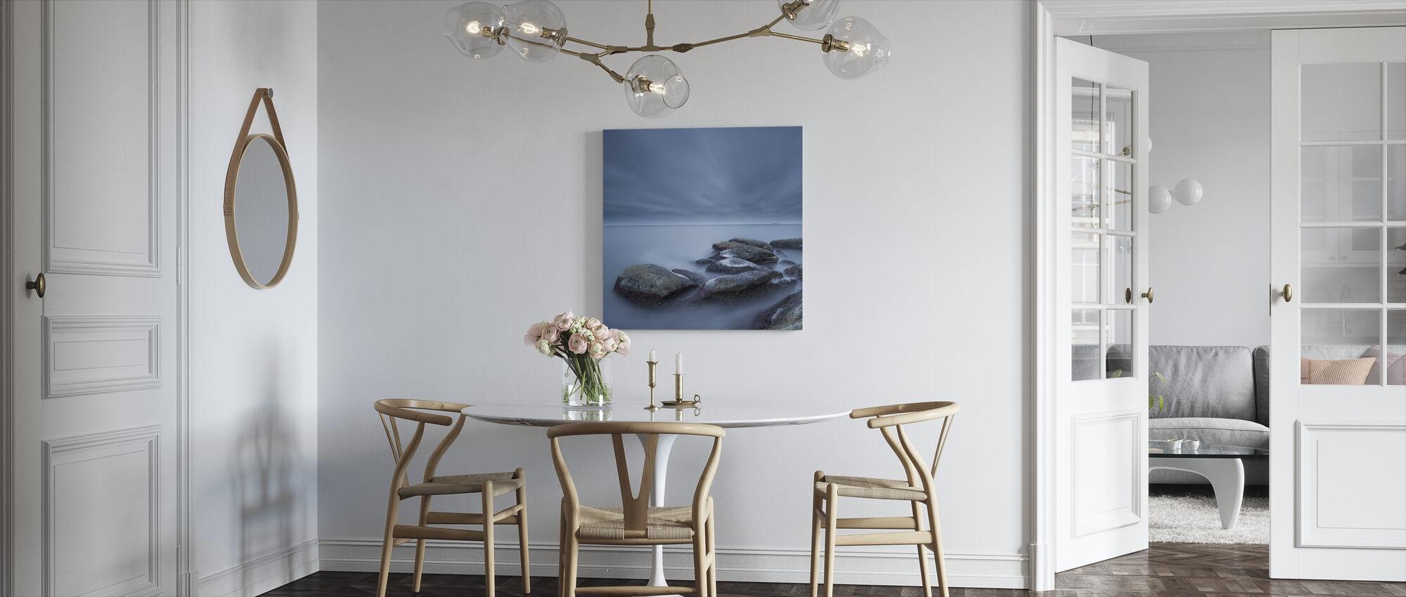 Sumuiset kivet Sinisellä merellä - Canvastaulu - Keittiö