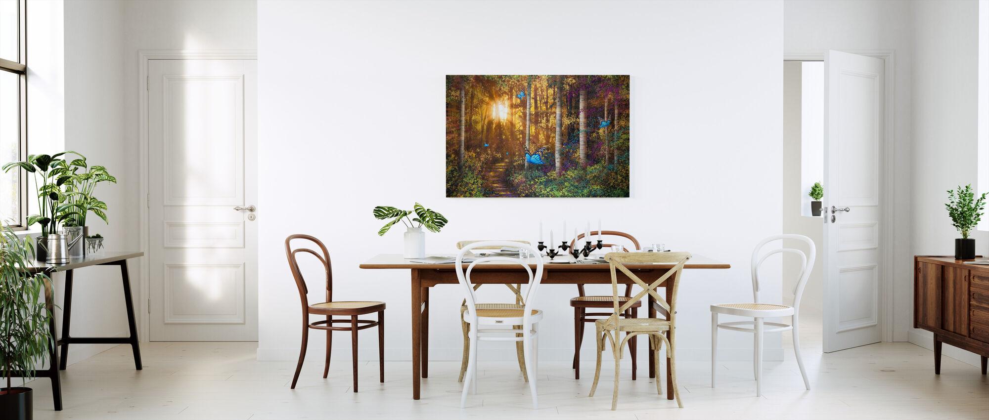 Skovspor med sommerfugle - Billede på lærred - Køkken