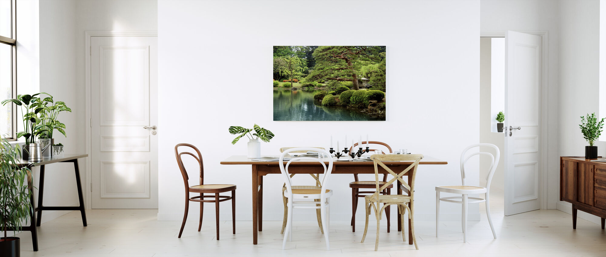 Rolig Zen Lake og Bonsai Trees i Tokyo Garden - Lerretsbilde - Kjøkken