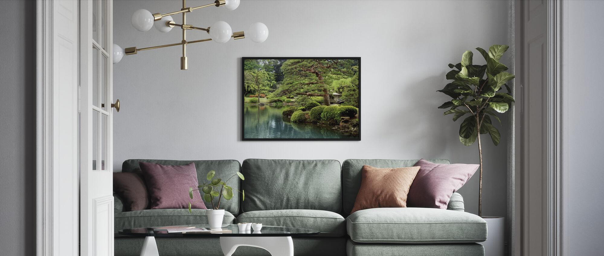Rolig Zen Lake og Bonsai Træer i Tokyo Garden - Indrammet billede - Stue