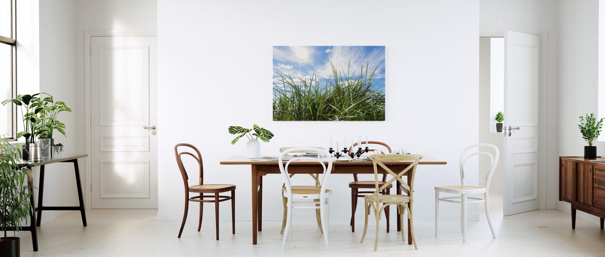 Grøn græs og blå himmel - Billede på lærred - Køkken