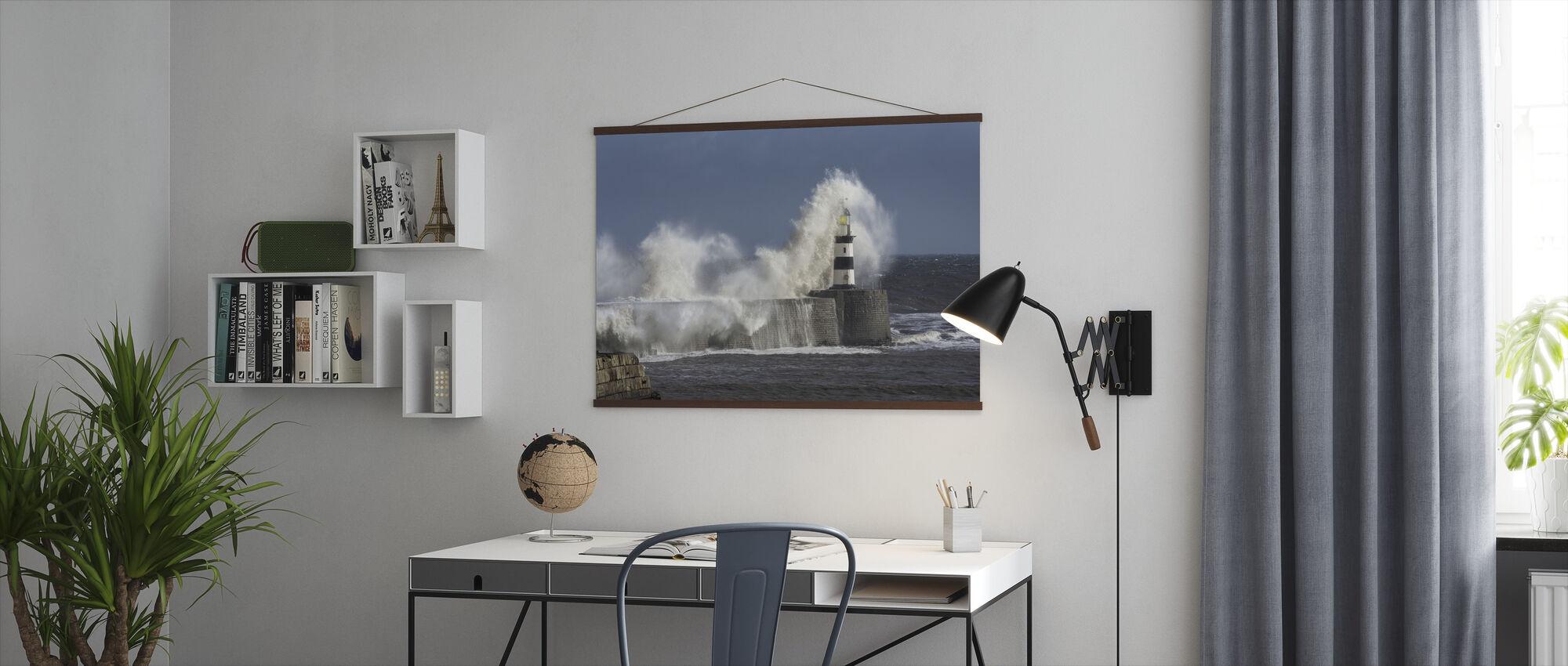 Ruwe zee bij Seaham Lighthouse in Engeland - Poster - Kantoor
