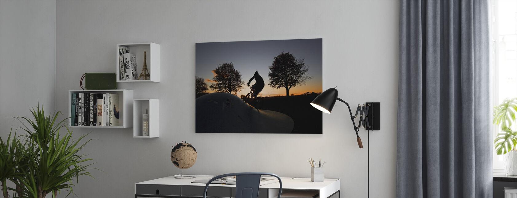 BMX Cykling vid solnedgången - Canvastavla - Kontor