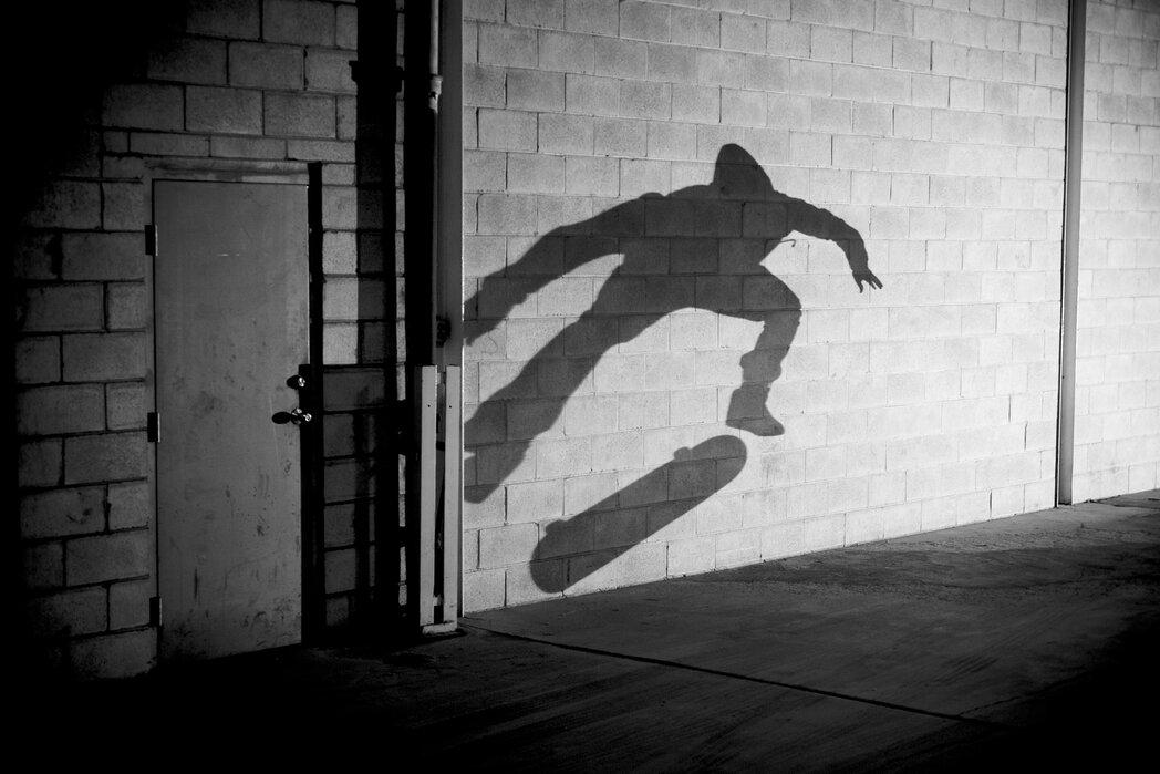 shadow skateboarder fototapete nach ma photowall. Black Bedroom Furniture Sets. Home Design Ideas
