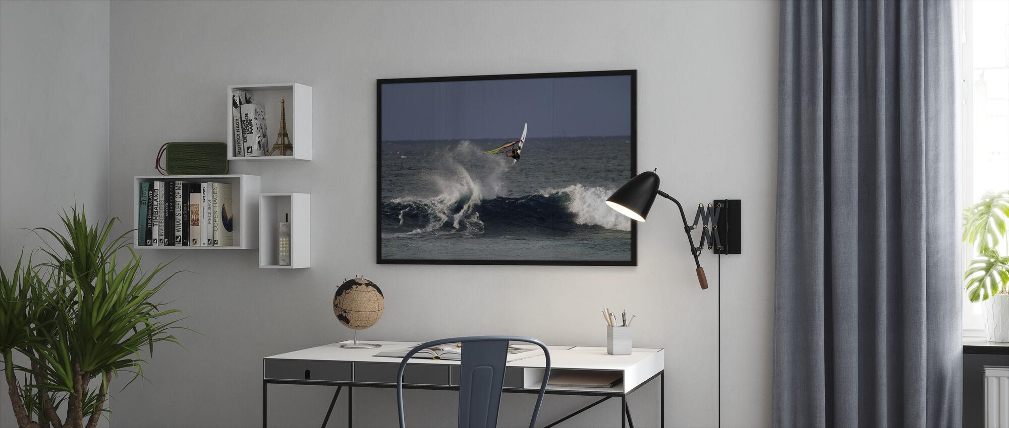 Windsurfer bij Hookipa Beach Park - Ingelijste print - Kantoor