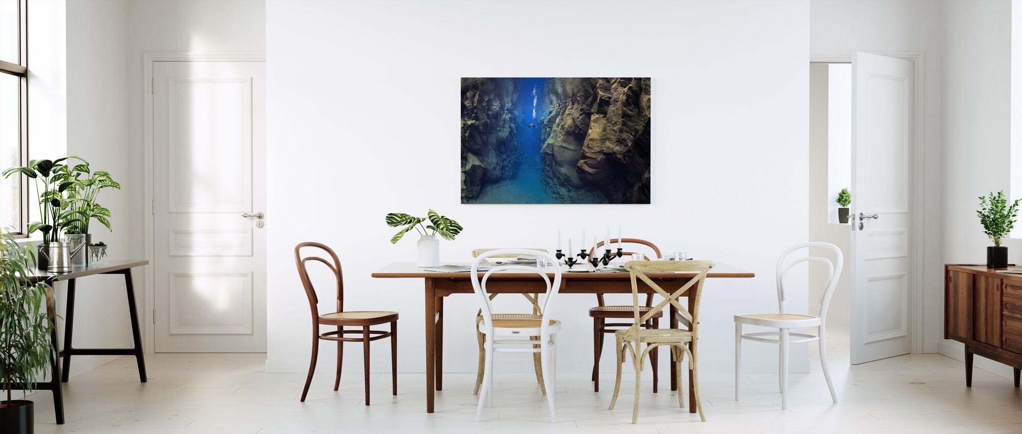 Sukeltaja mannerlaattojen välissä - Canvastaulu - Keittiö