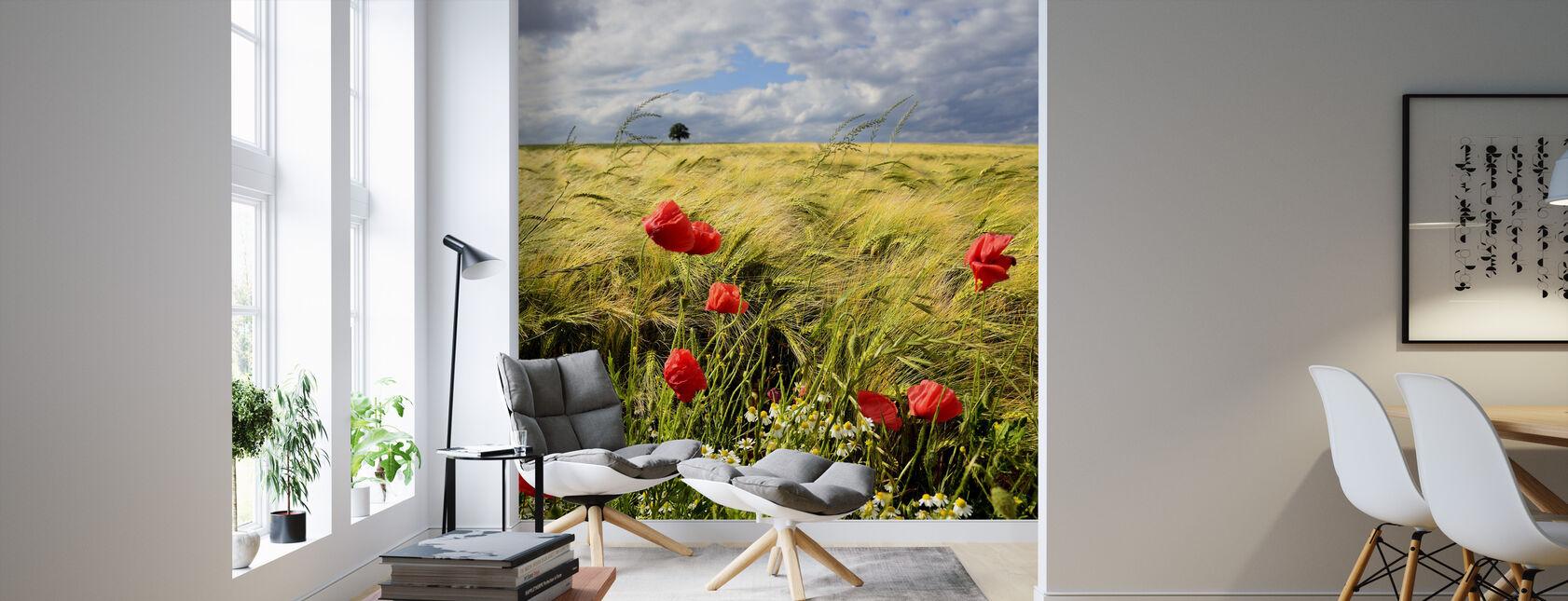 Fluweelachtige gerst en klaprozen veld - Behang - Woonkamer