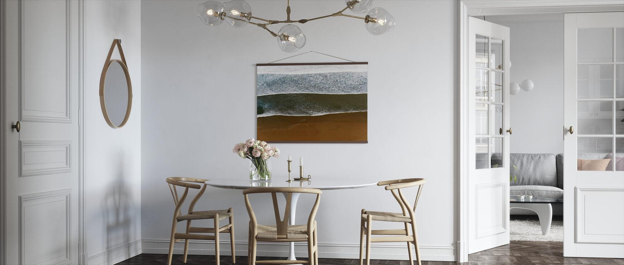 Saltvann og mørk sand - Plakat - Kjøkken