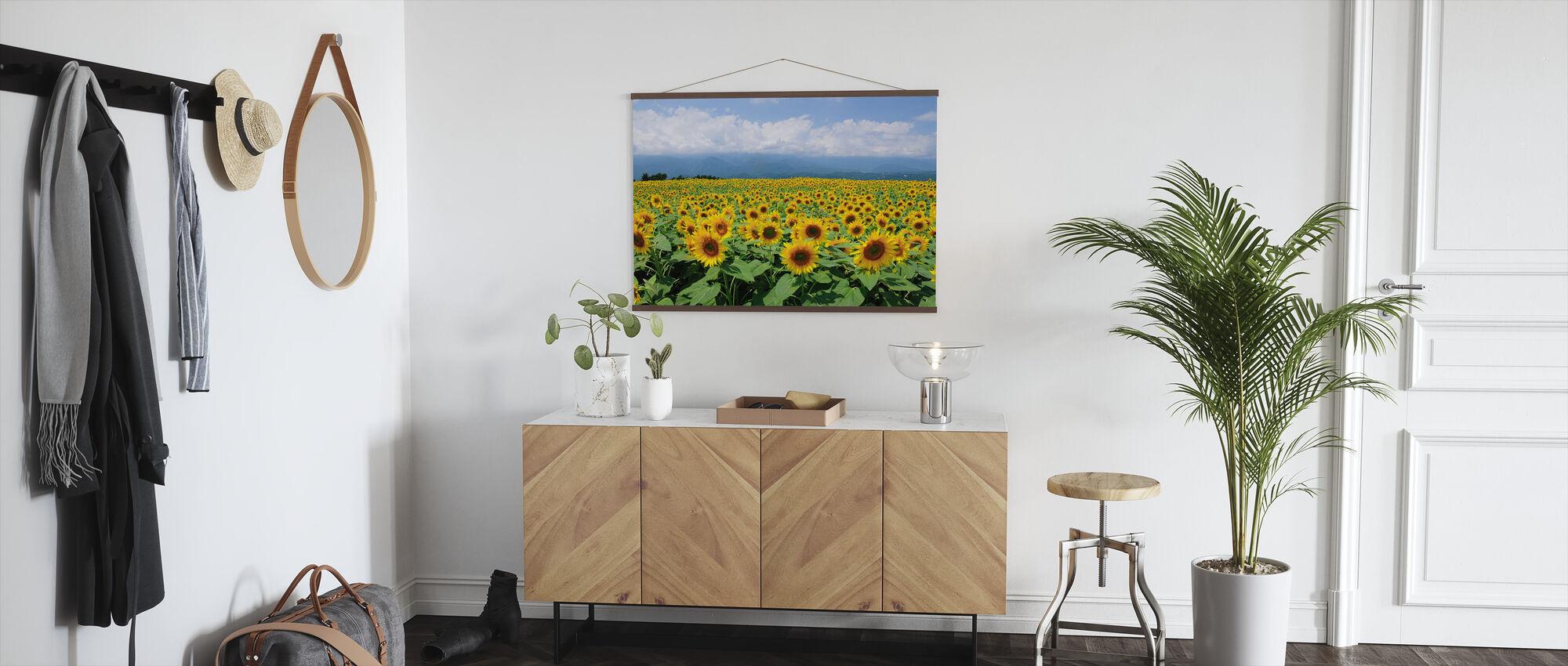 Zonnebloemen in Zonnig weer - Poster - Gang