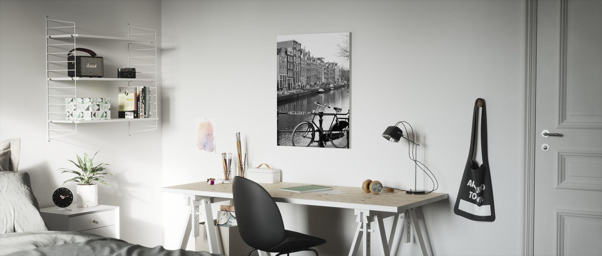 Cykel ved kanalen i Amsterdam - Billede på lærred - Børneværelse