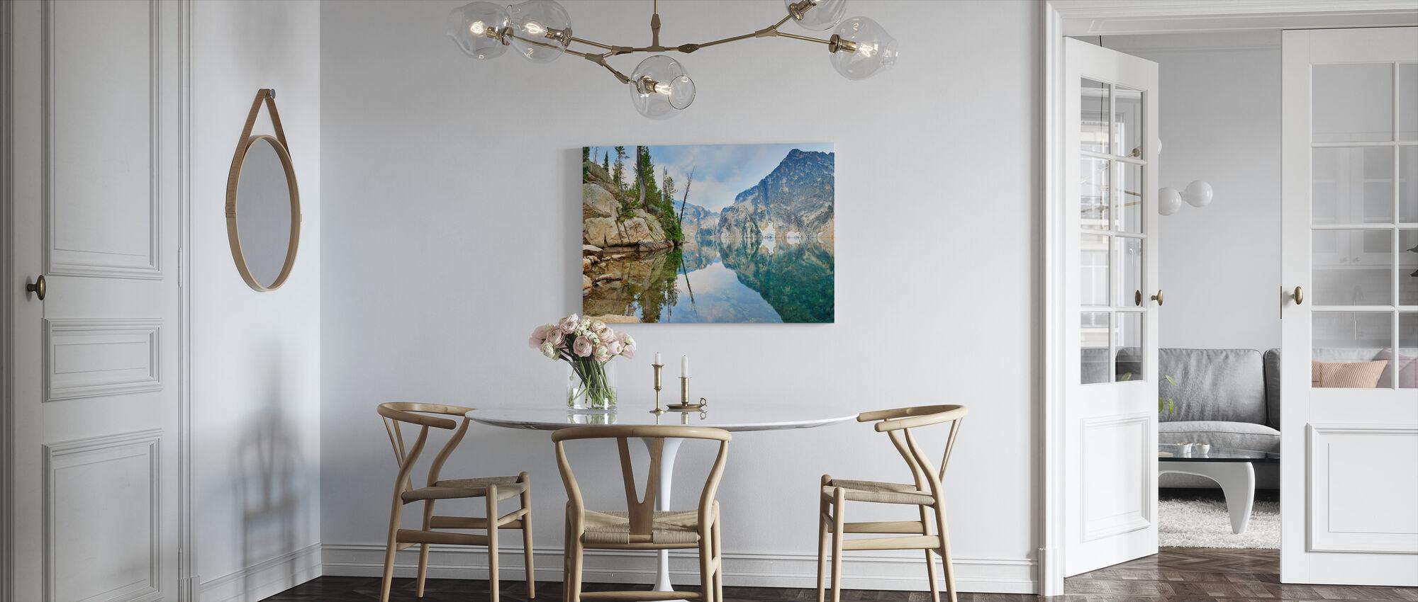 Mountain Lake med spejlrefleksion - Billede på lærred - Køkken