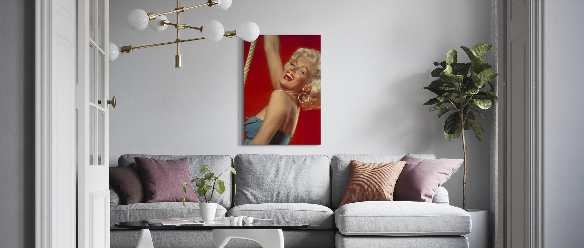 Legandary Blondi - Canvastaulu - Olohuone