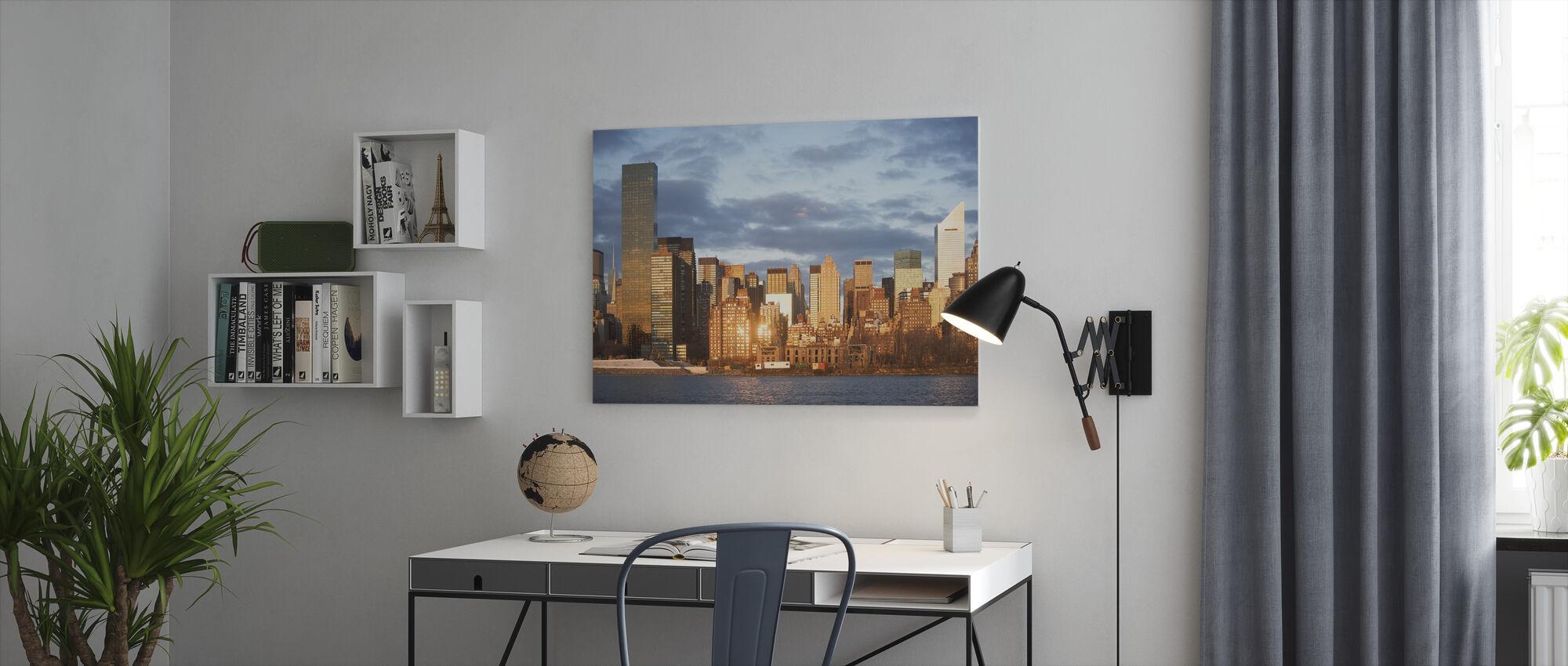 Amber solnedgang over New York - Billede på lærred - Kontor
