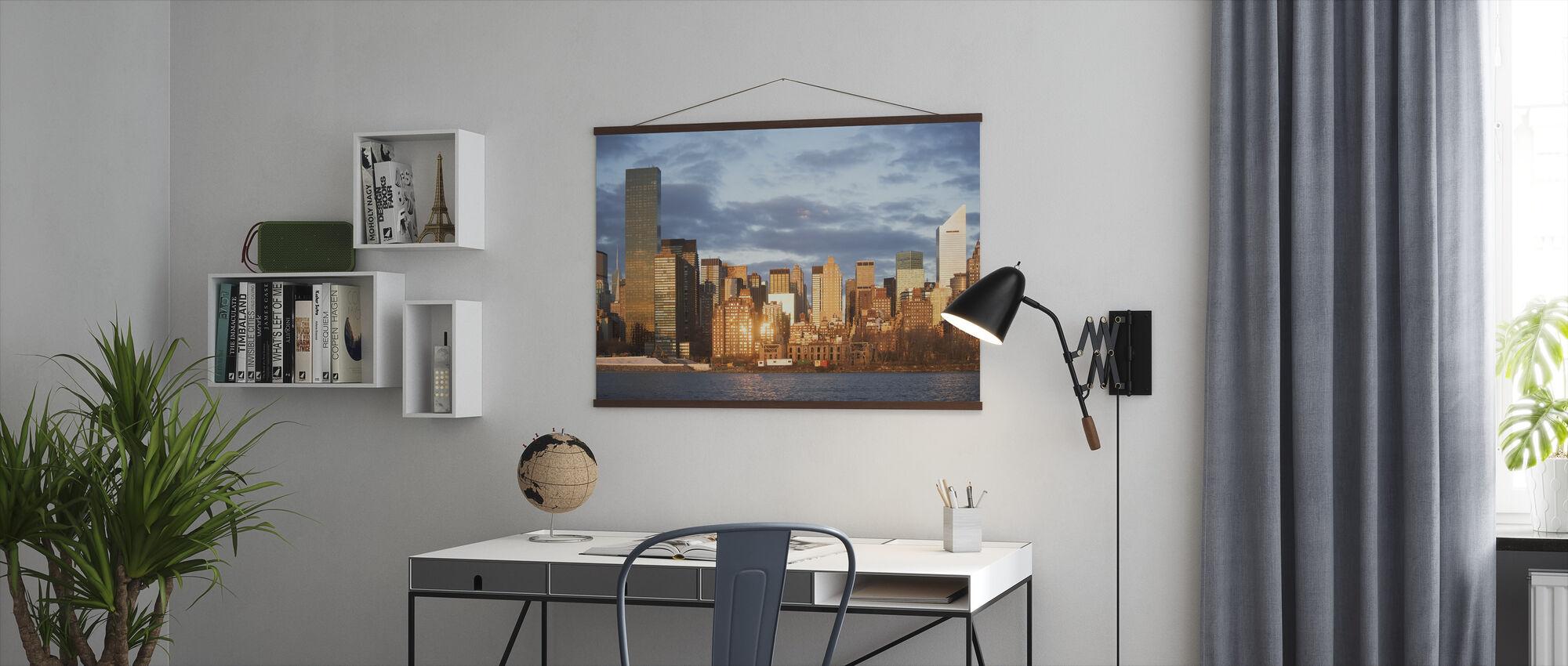 Amber Sunset boven New York - Poster - Kantoor