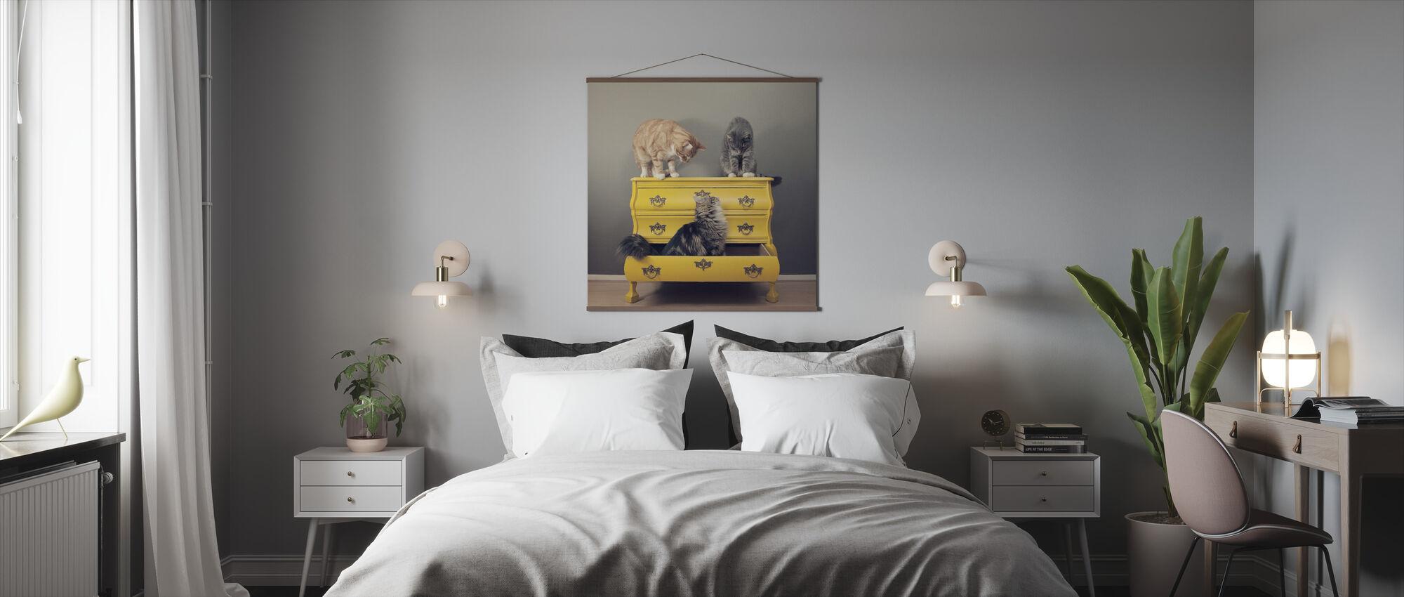 Meeting in a Yellow Bureau - Poster - Bedroom