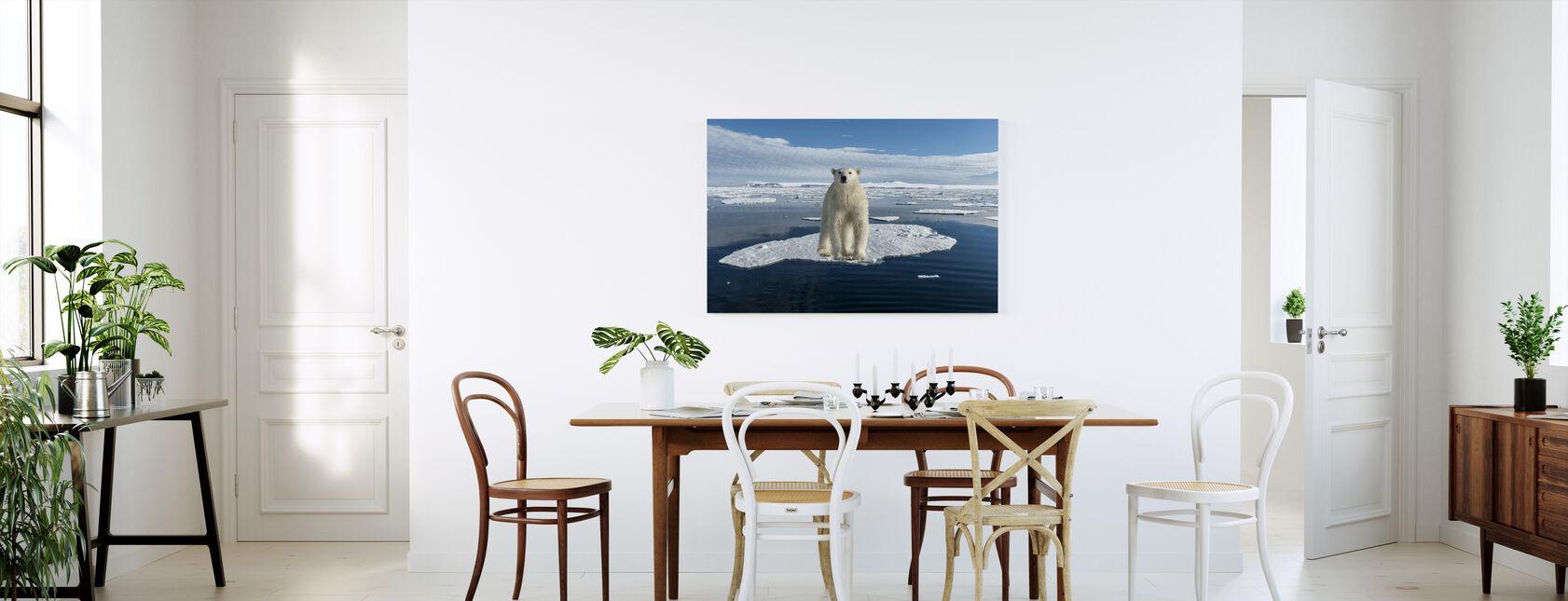 Ohuella jäällä - Canvastaulu - Keittiö
