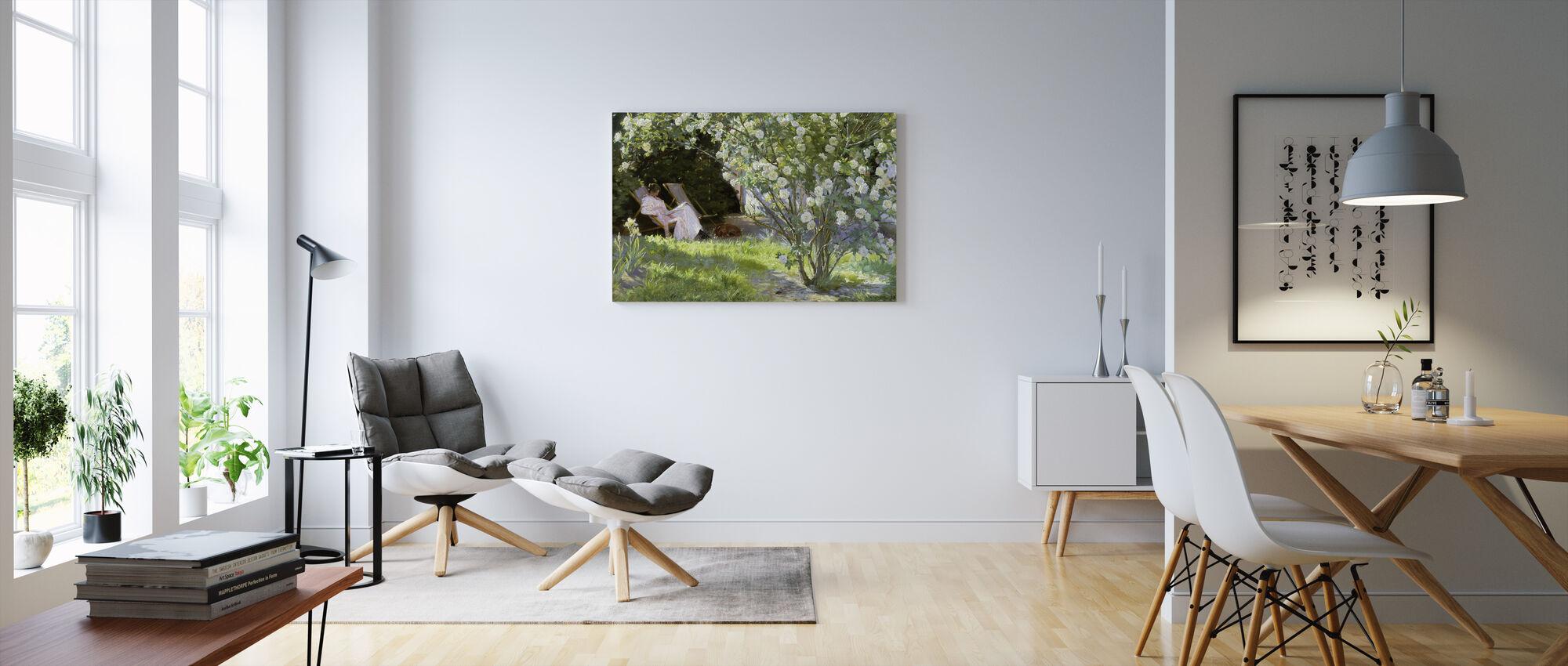 Konstnärens fru i Skagens trädgård - Peder Severin Kroyer - Canvastavla - Vardagsrum