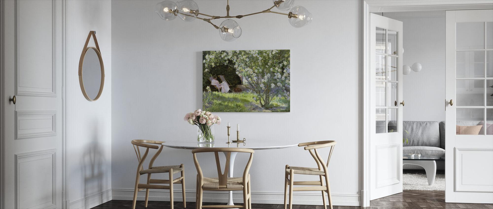 De vrouw van de kunstenaar in de tuin van Skagen - Peder Severin Kroyer - Canvas print - Keuken