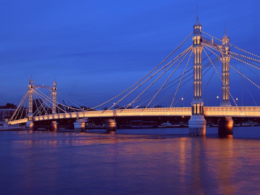 Kuva Albert Bridge in London Illuminated Tapetit / tapetti 100 x 100 cm