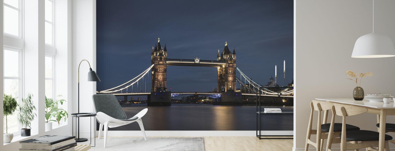 Korkea nousee ja sininen taivas Lontoossa - Tapetti - Olohuone